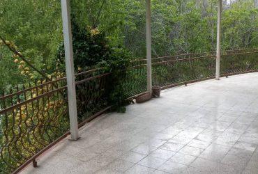 ویلا لب آب در باغ بهادران با استخر سرپوشیده- کد ملک۵۲۷۰